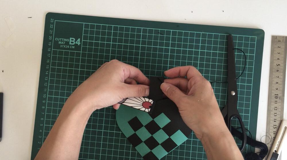 手作りグッズ/鬼滅の紙編みバッグ_タグを付ける