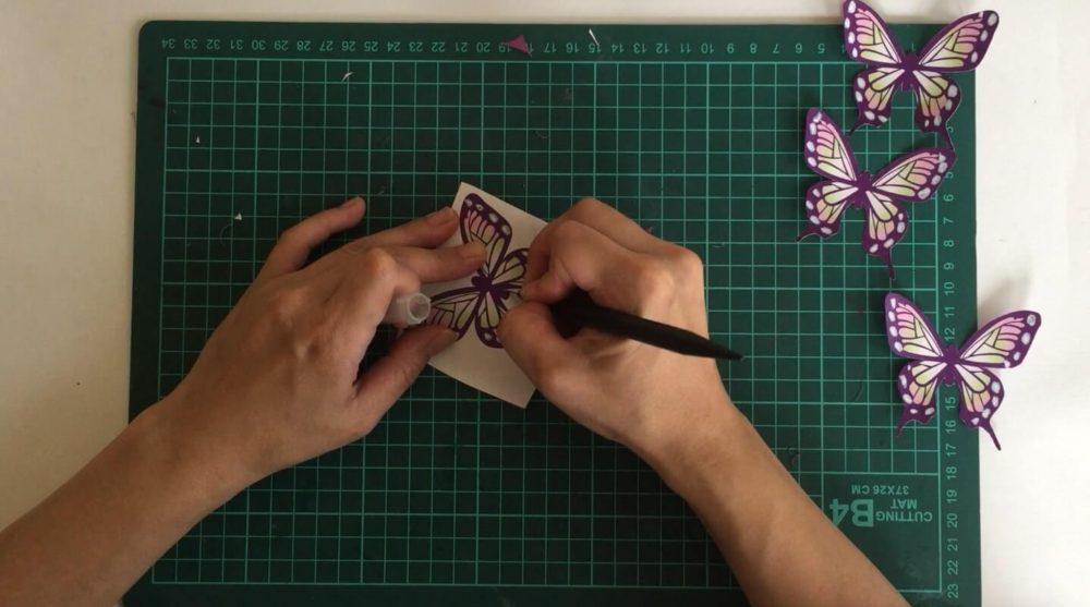 鬼滅-ハロウィン-画用紙に貼り付けて切る