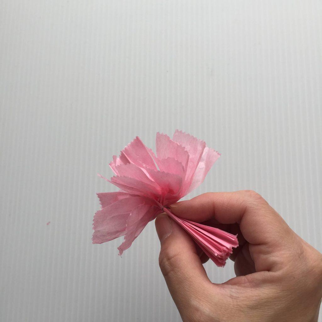カーネーションの作り方_お花紙を広げる