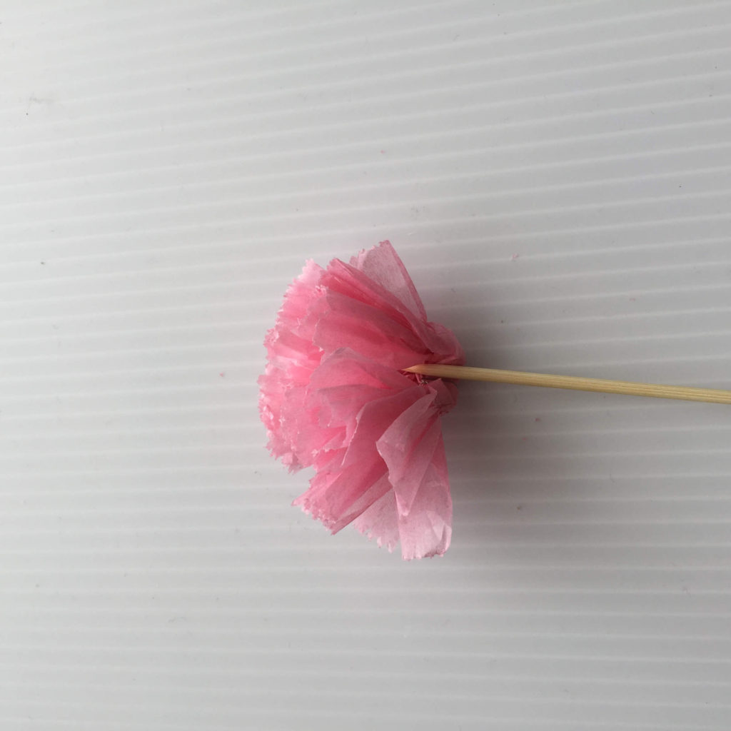 カーネーションの作り方_お花紙に竹串をつける